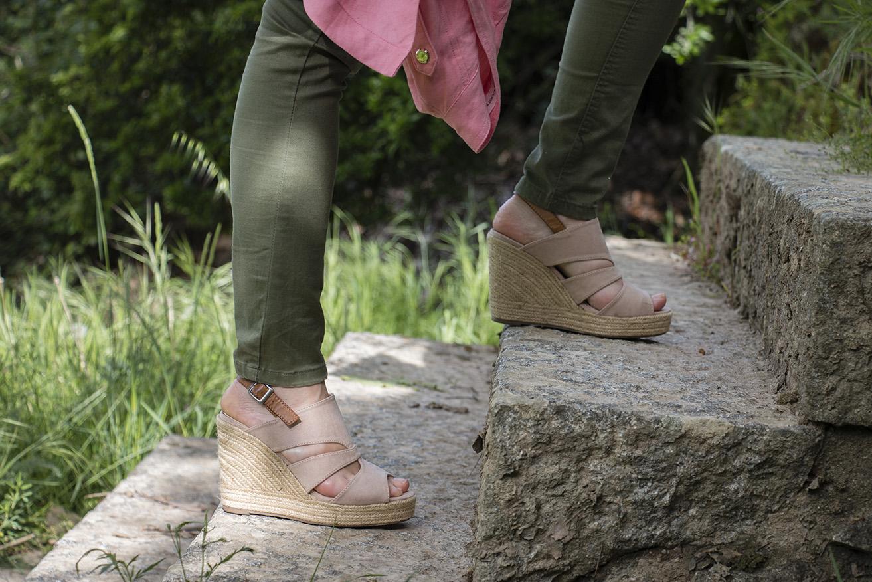 look en rosa y kaki 11