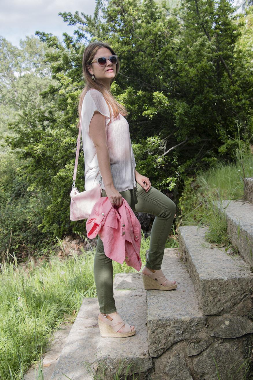 look en rosa y kaki 12