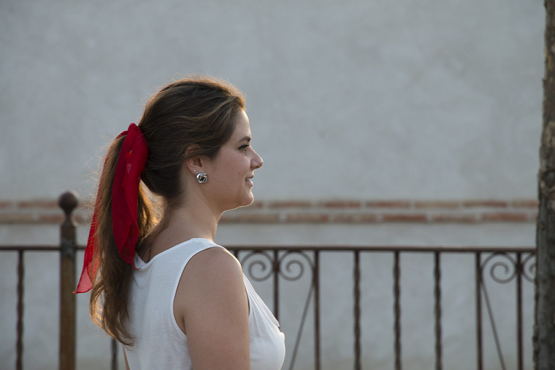 pañuelo rojo en el pelo