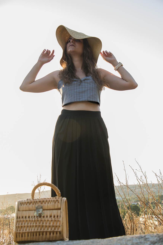 look de verano: falda negra larga, crop top vichy, pamela /summer look: black maxi skirt, crop top vichy, sun hat