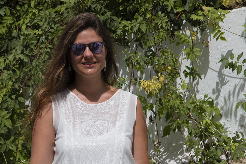 vestido blanco, gafas de sol northweek