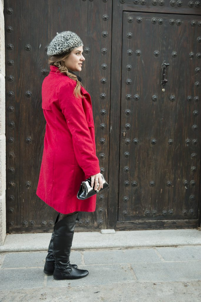 look french girl, abrigo rojo-boina y lbd