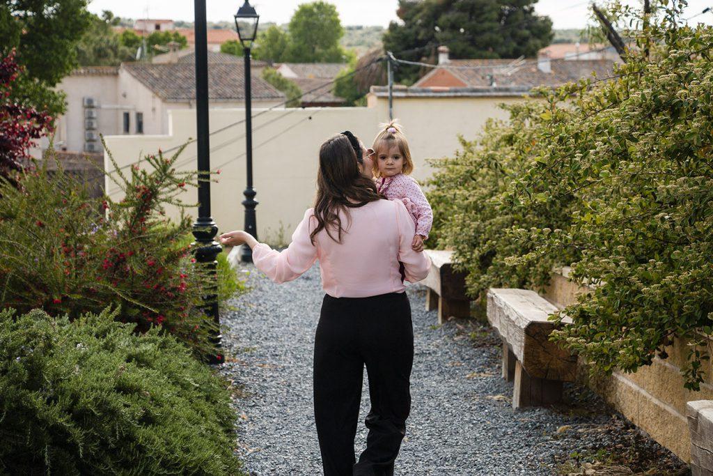 wide leg negro con camisa rosa, Mama y Vera
