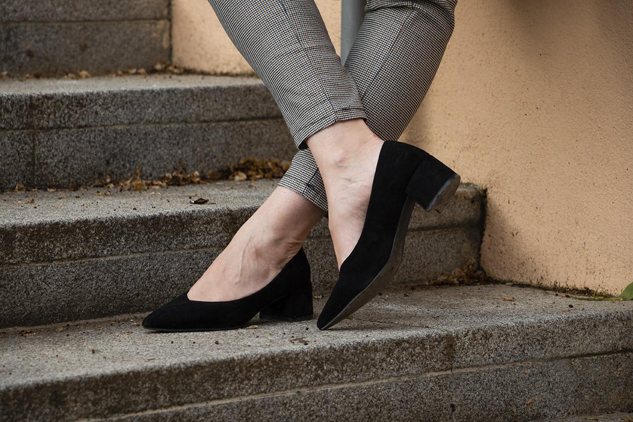 zapatos negros de tacón